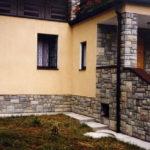 Як виконати облицювання фундаменту будинку і чим?
