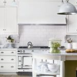 Білосніжна та світла кухня