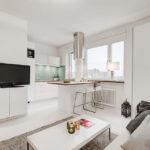 Білосніжна квартира – студія на горищі паризького будинку