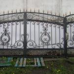 Ковані ворота для приватного будинку: види та особливості