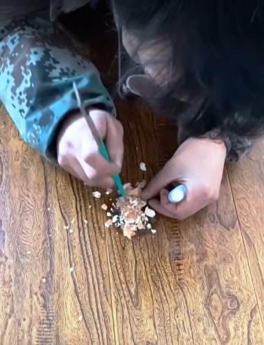 Как починить стол «Дошираком»: ремонт мебели с помощью еды, видео