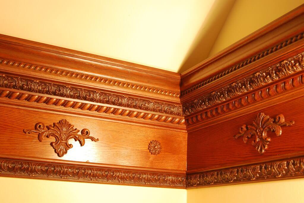 5 способов идеально покрасить потолочный плинтус