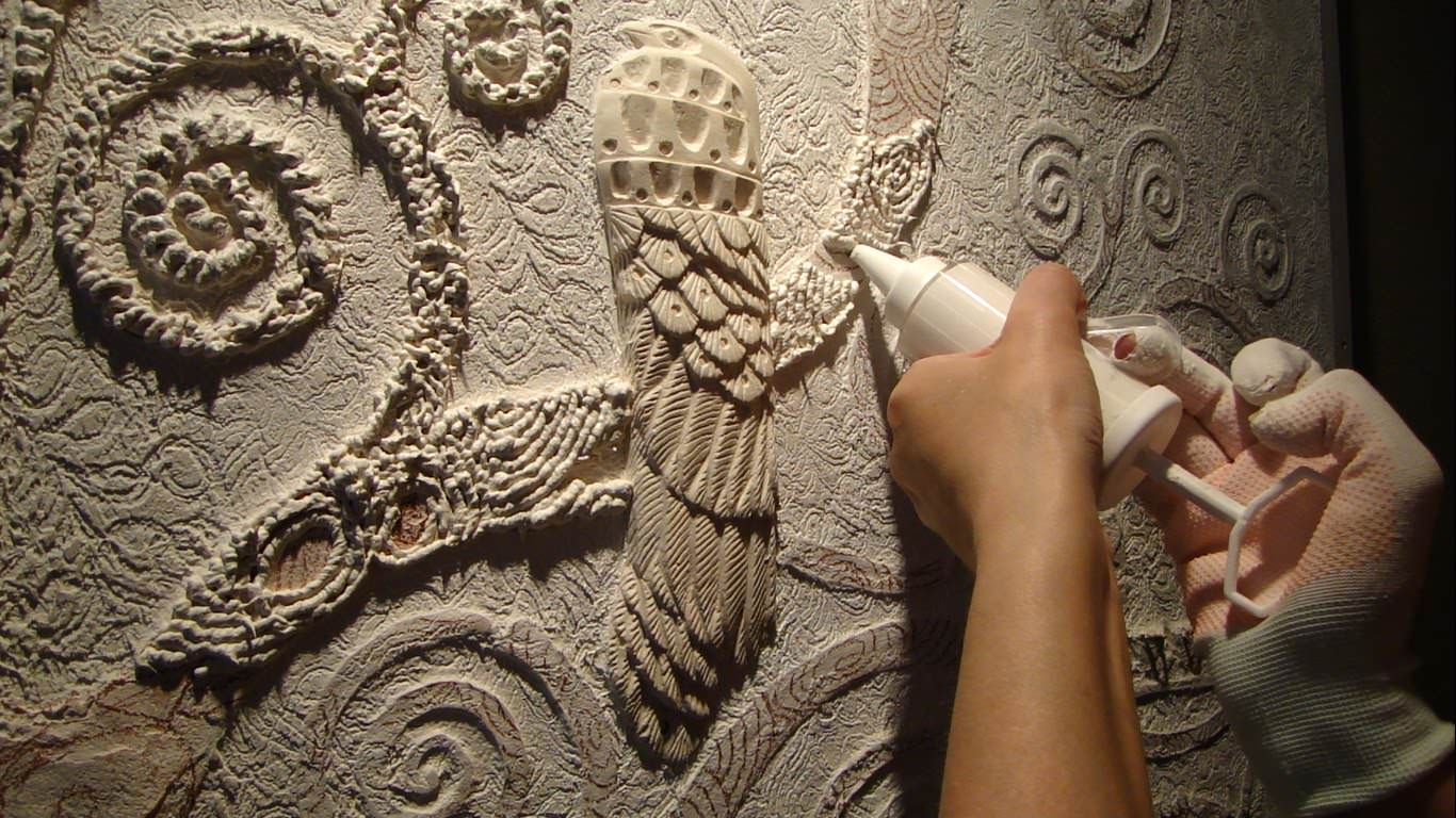 Барельеф на стене — стильное украшение интерьера