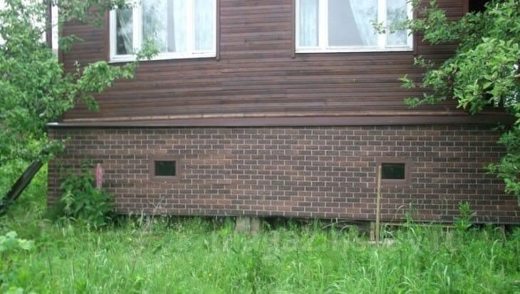 Чем закрыть цоколь дома на винтовых сваях