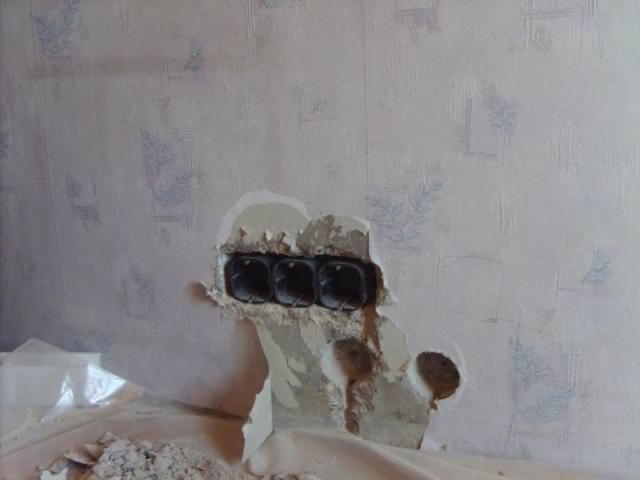 Делаем розетку в бетонной стене