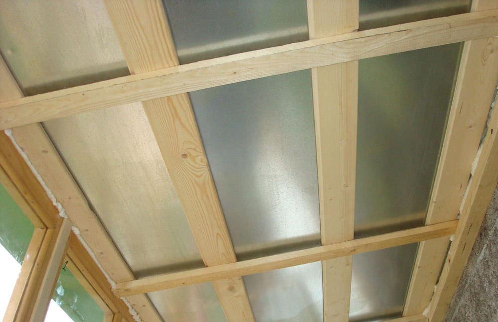 Деревянный потолок: этапы монтажных работ