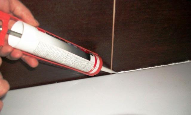 Герметизация швов и стыков в ванной