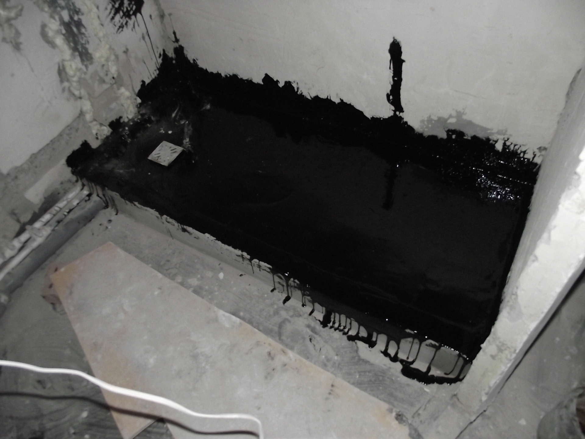 Гидроизоляция ванной комнаты под плитку. Что лучше?