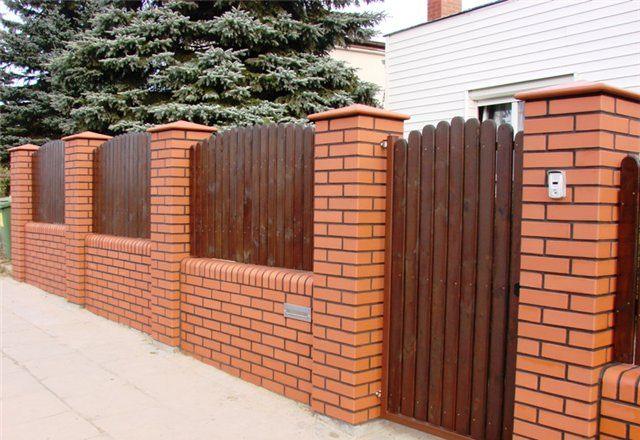 Из чего можно дешево сделать забор — рассмотрим все варианты