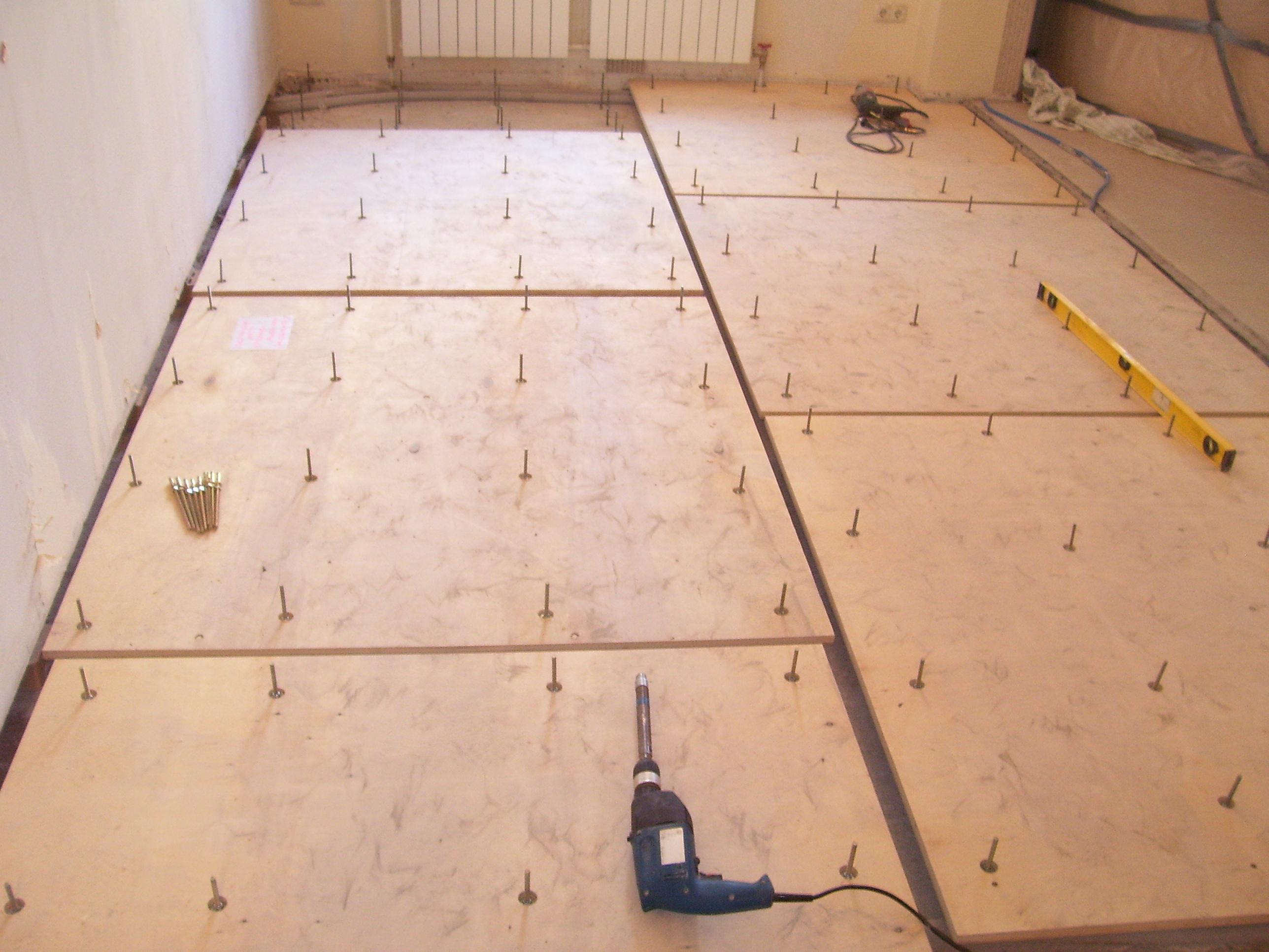 Как делается укладка ламината на бетонный пол с подложкой?