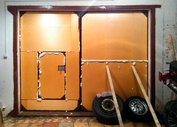 Как и какими материалами утеплить гаражные ворота своими руками