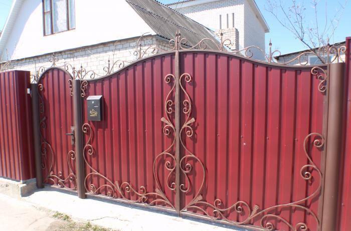 Как изготовить и построить ворота из профнастила своими руками