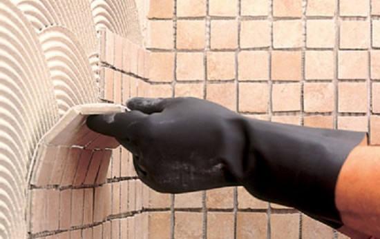 Как положить мозаичную плитку домашнему мастеру