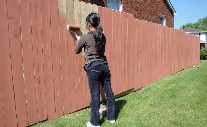Как поставить забор из обрезной доски своими руками