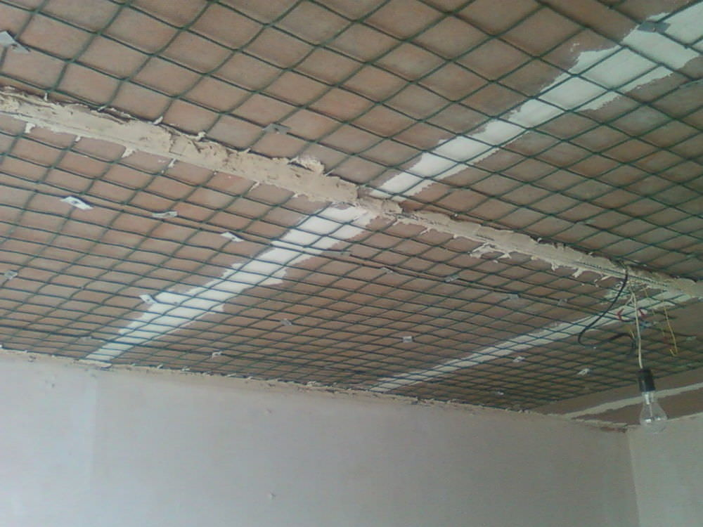 Как правильно оштукатурить потолок своими руками