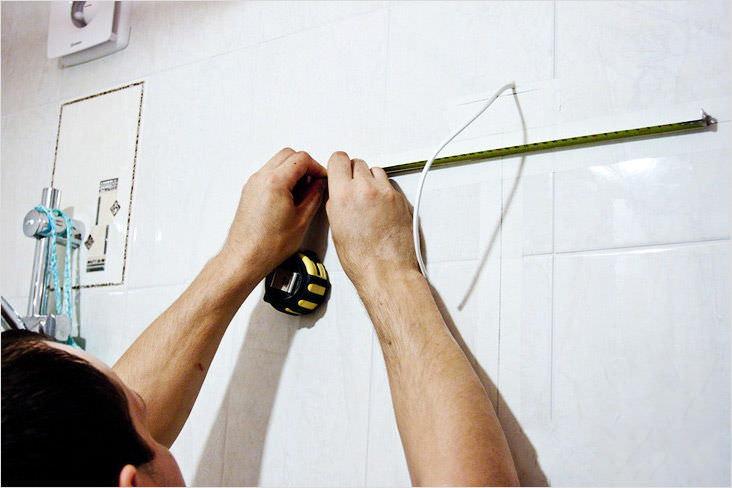 Как правильно зафиксировать зеркало в ванной комнате