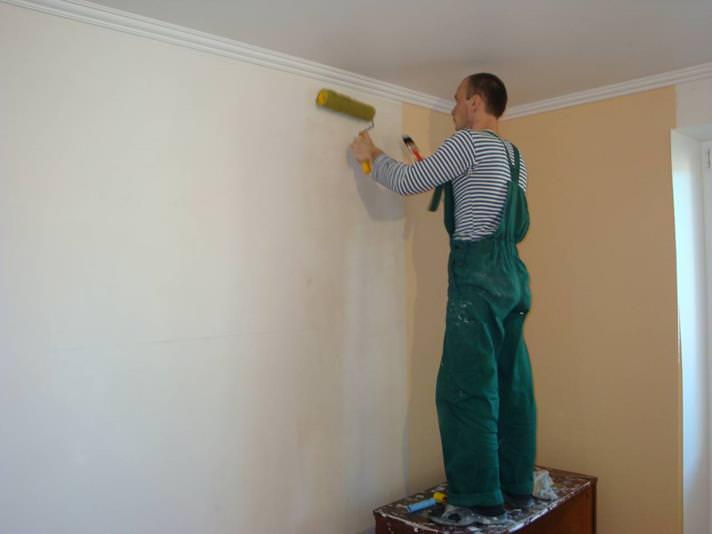 Как правильно загрунтовать стены перед укладкой плитки?