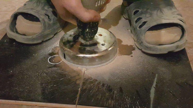 Как просверлить отверстие в кафельной плитке