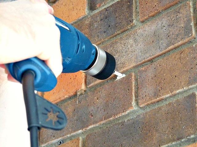 Как просверлить стену из кирпича