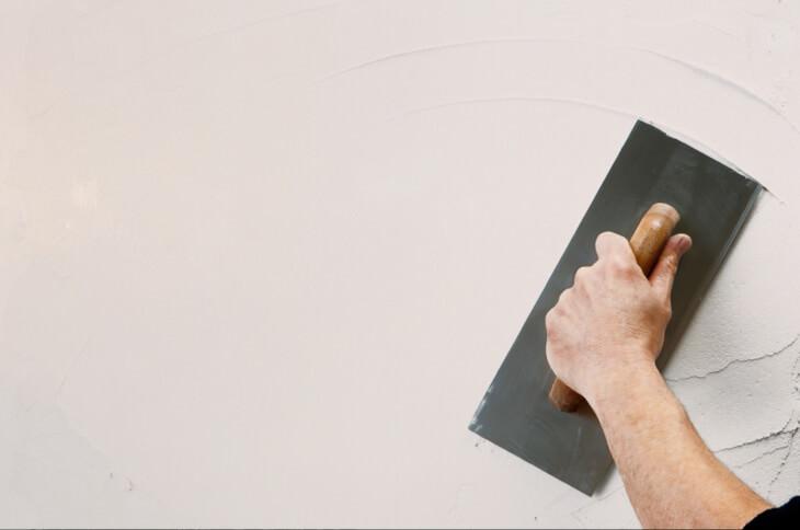 Как разводить шпаклевку для стен: инструкция и полезные рекомендации