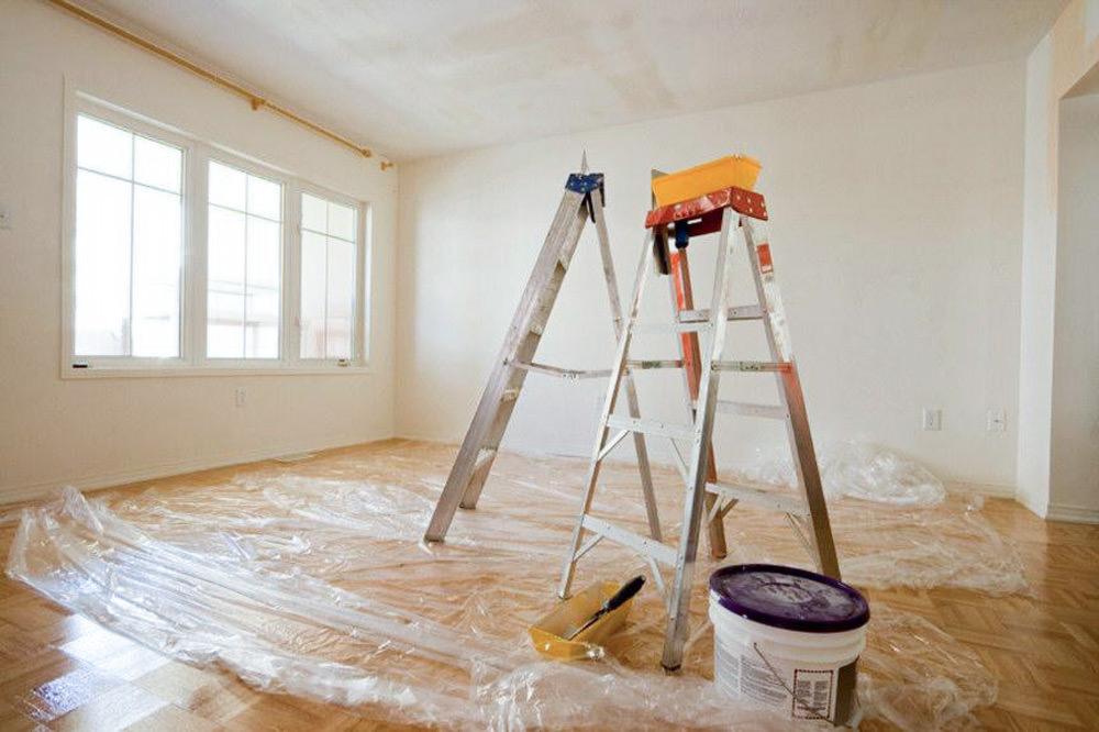 Как самостоятельно очистить потолок от побелки