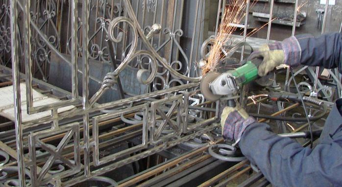 Как самостоятельно сделать кованые перила для лестницы