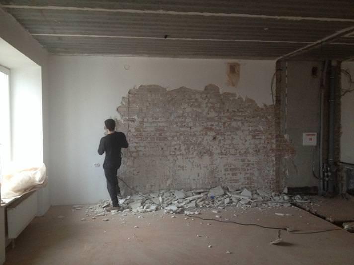Как самостоятельно выровнять стены штукатуркой?