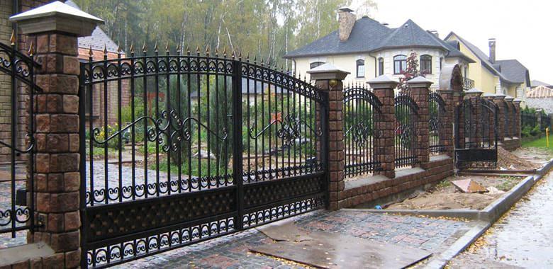Как сделать оригинальный забор для дачи своими руками?