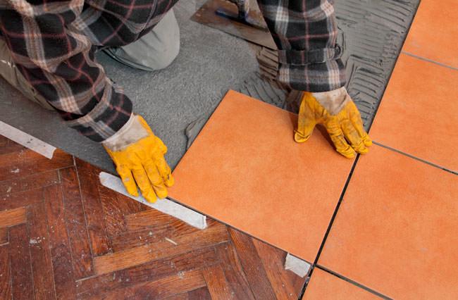 Как соединить плитку и ламинат