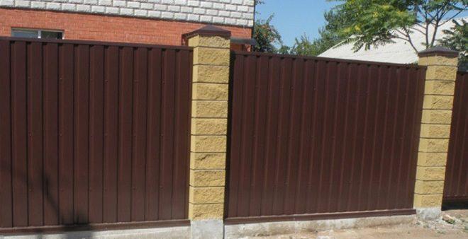 Как установить и облагородить забор из шлакоблока