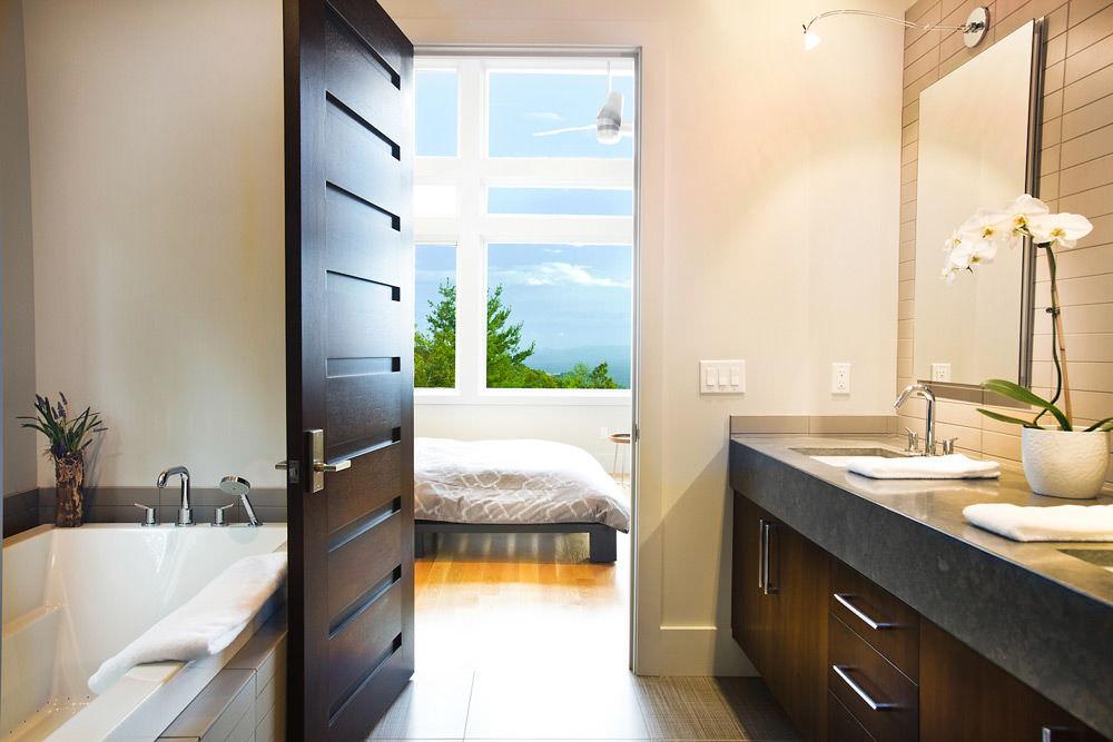 Какую дверь выбрать для ванной?