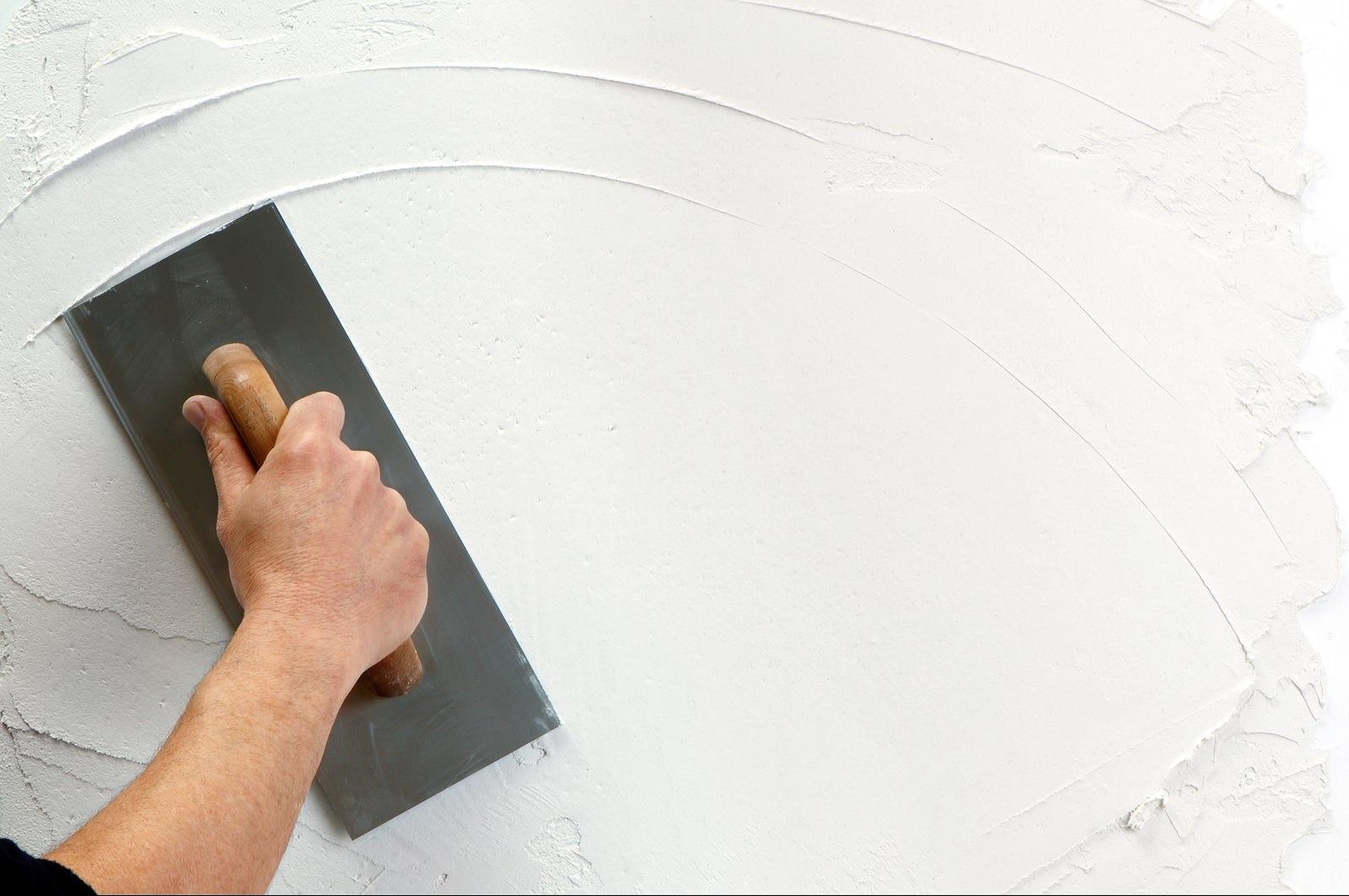 Какую шпаклевку следует использовать для ремонта стен?