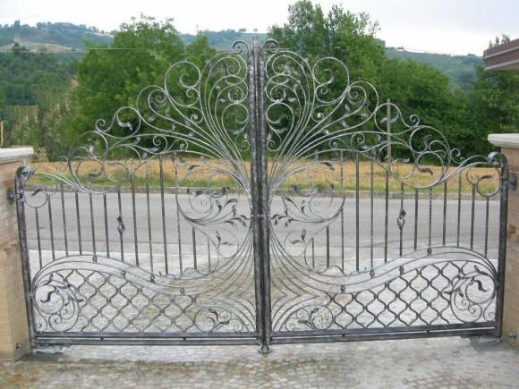 Кованые ворота: фото, преимущества и особенности дизайна