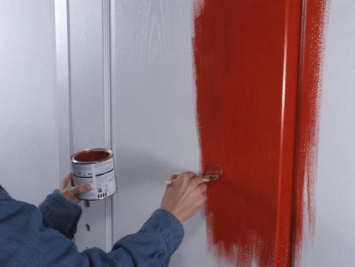 Краска по дереву для наружных работ и для отделки поверхностей внутри дома