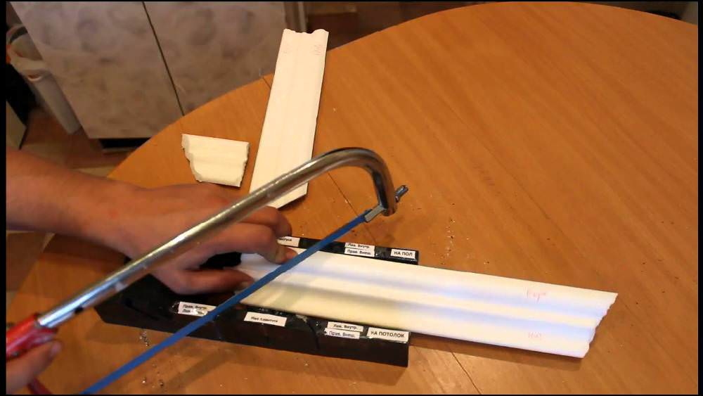 Крепление багетов на потолок