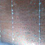 Маячки для вирівнювання стін: процес установки