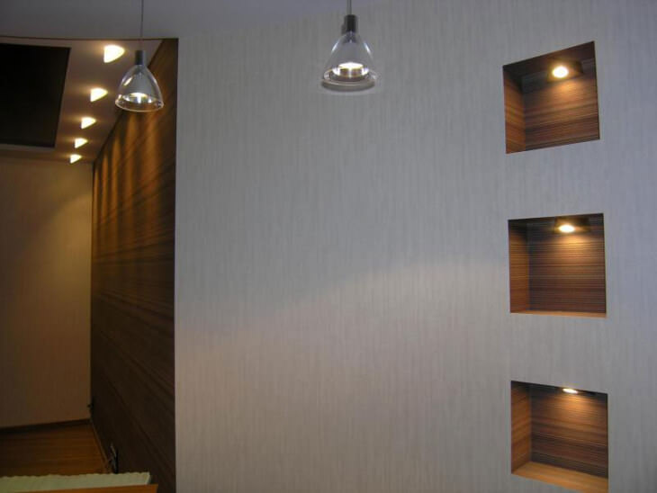 Ниша в стене: Декоративное углубление или практичный ход в интерьере комнаты