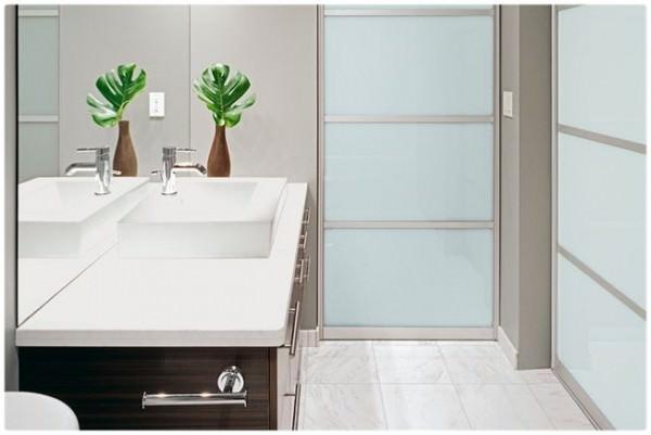 Обзор вариантов дверей для ванной комнаты, рекомендации по выбору