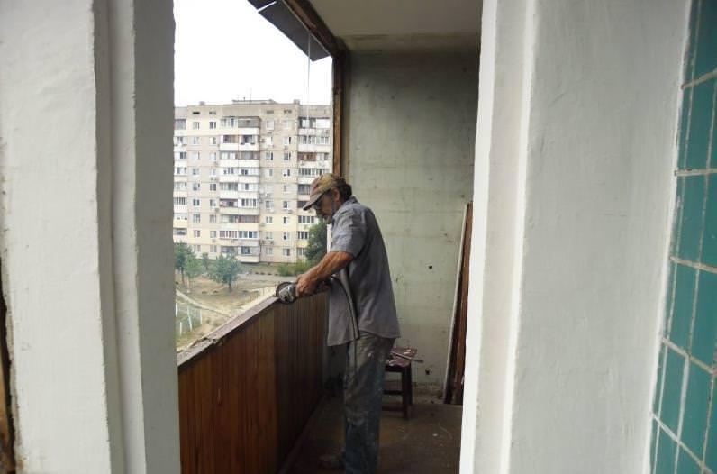 Остекляем балкон пластиковыми рамами