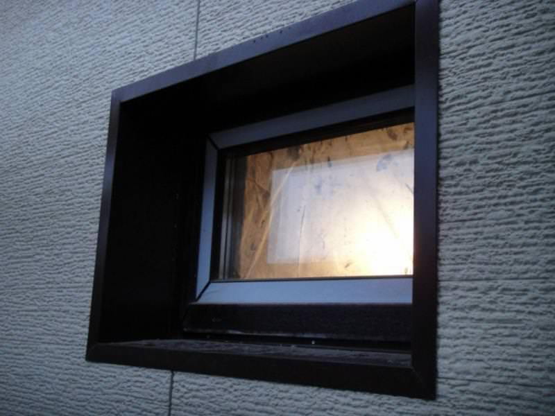 Отделываем оконные откосы снаружи