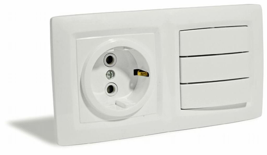 Подключаем розетку с выключателем