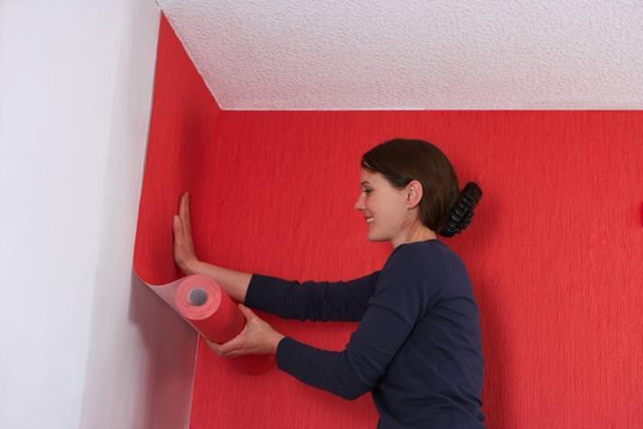 Поклейка обоев в квартире на флизелиновой основе своими руками