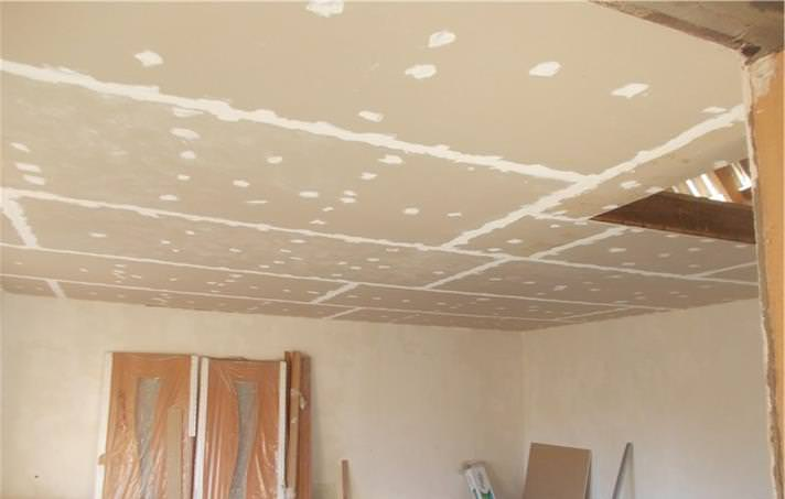 Покраска потолка в квартире акриловой краской своими руками