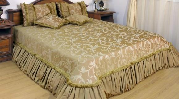 Покрывало на кровать в спальню на фото: новинки