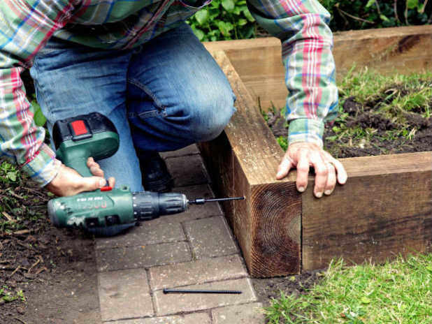 Пошаговая инструкция по изготовлению высоких грядок: конструкция, размеры и рекомендации