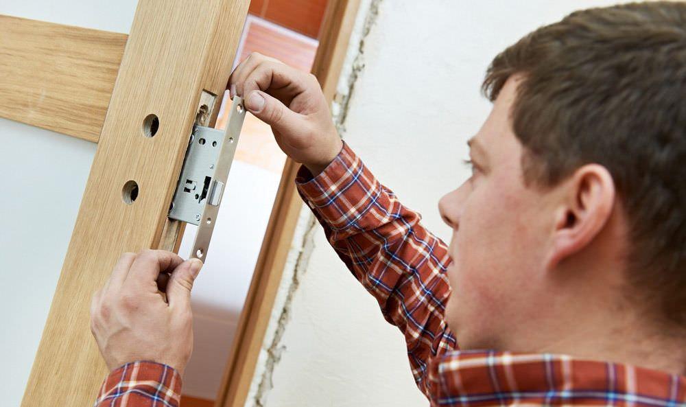 Правильная замена дверного замка