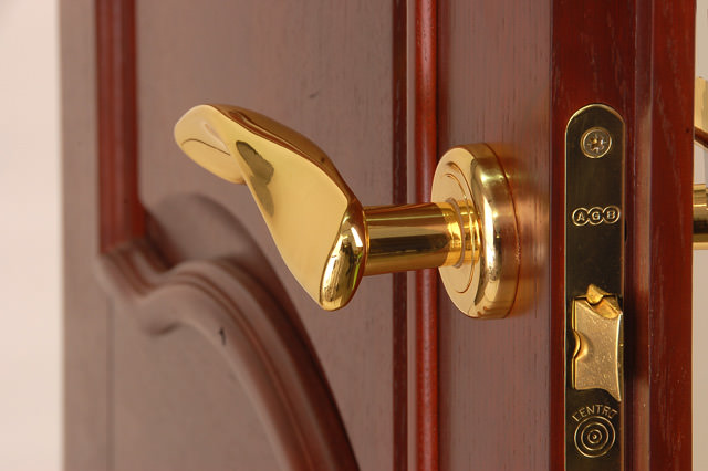 Правильный выбор аксессуаров для дверей