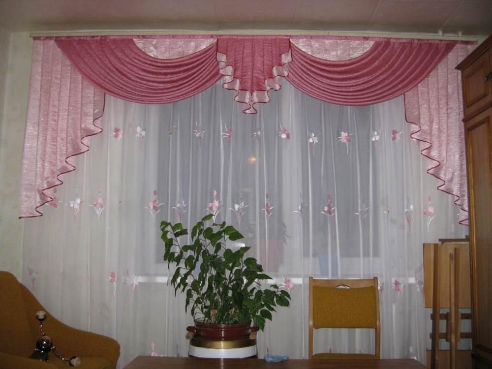 Правильный выбор штор для гостиной