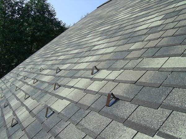 Правила установки снегозадержателей на крышу своими руками, их виды