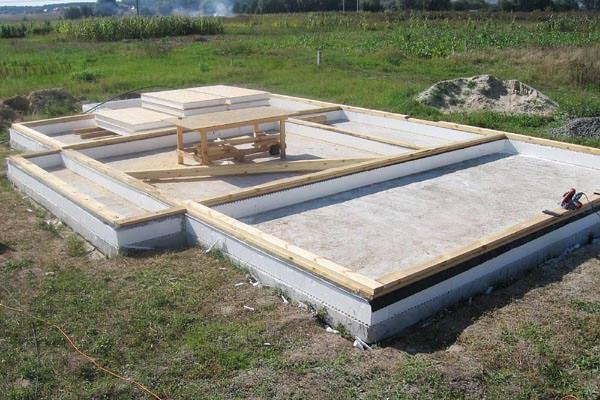Преимущества и недостатки строительства гаража из СИП панелей, строить самим или выбрать профессионалов